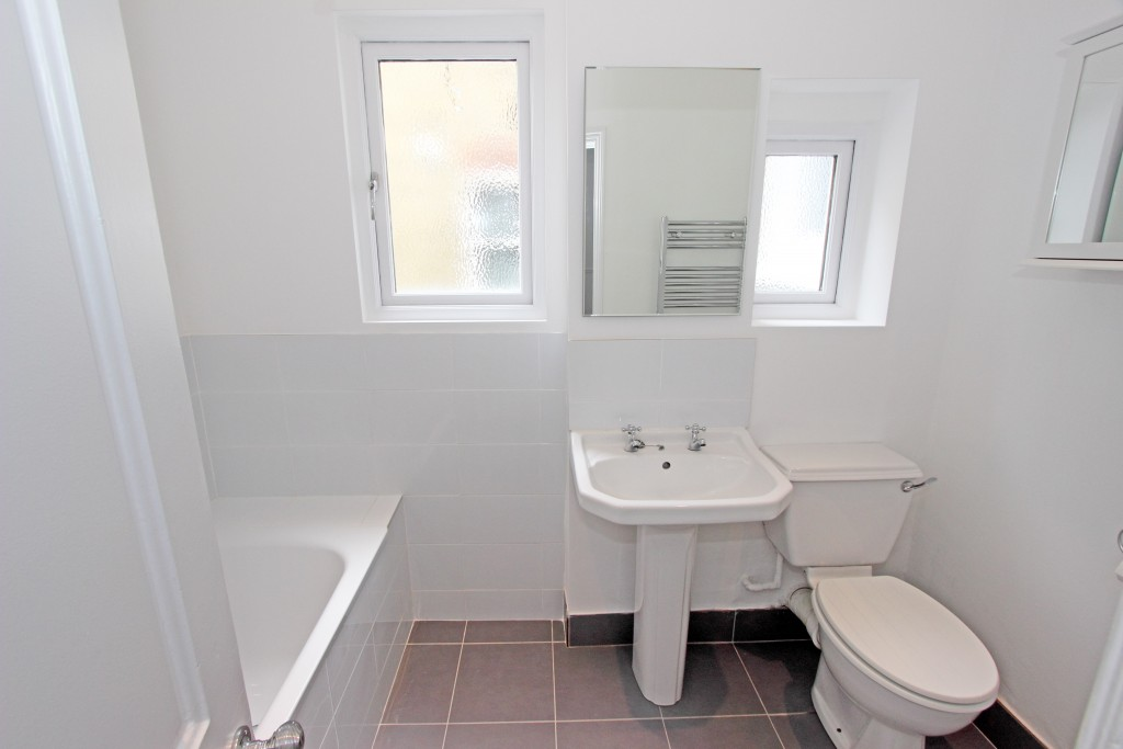 Bathroom 1b (1)