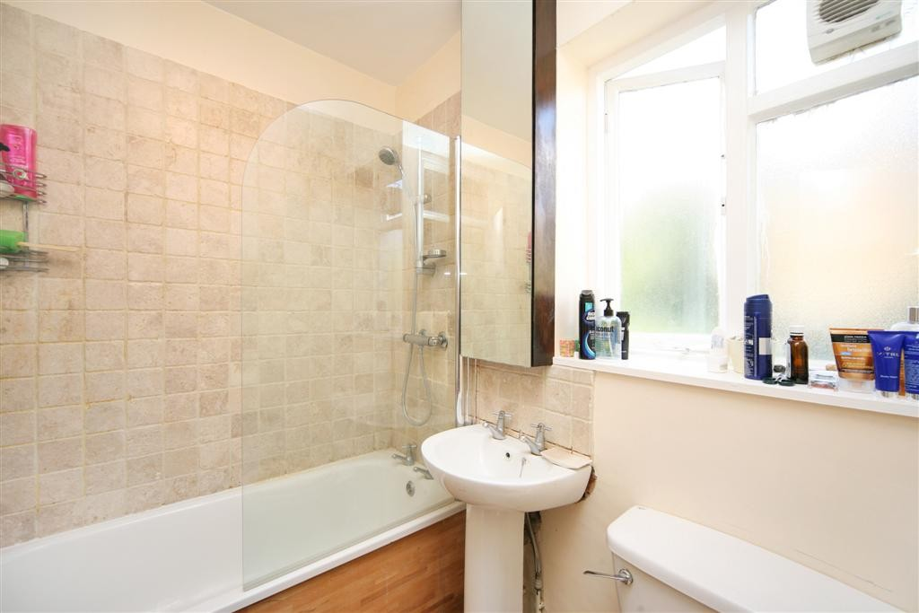 Comyn Bathroom 1