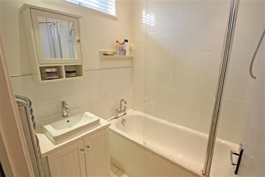 425 Garratt Lane bathroom