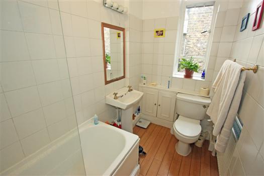 65 Albert Bridge Rd Bathroom