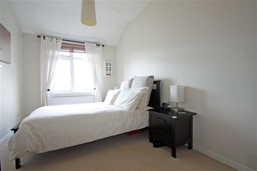 425 Garratt Lane bedroom 1