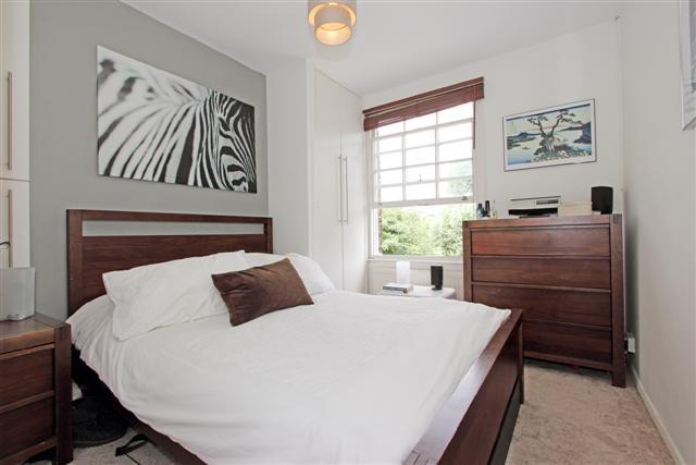 98B Carter Street bedroom