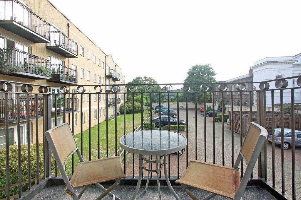 Balcony-20 Draymans Court SW9