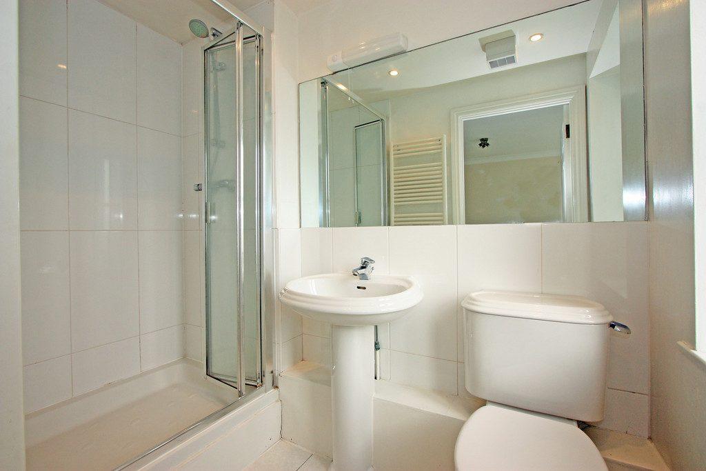 Bathroom-20 Draymans Court SW9