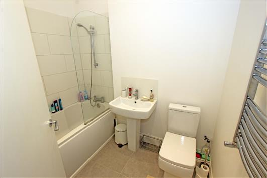 Bathroom 1b-92a Clapham Common Northside SW4