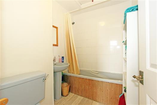 42 Oak Hill Rd Bathroom 1a