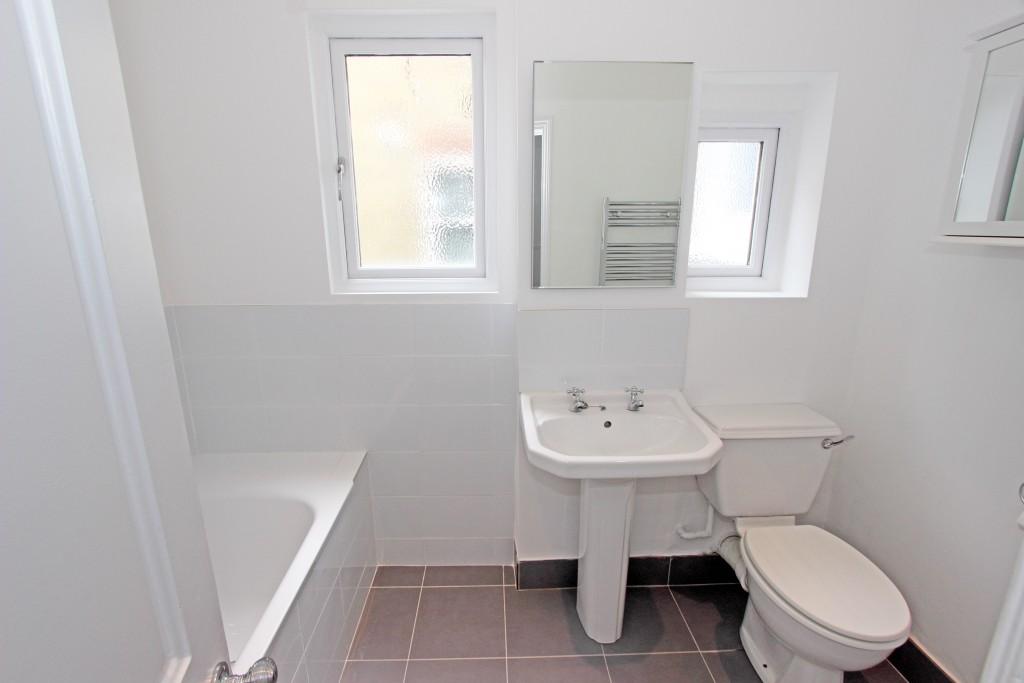Bathroom 1b (1)