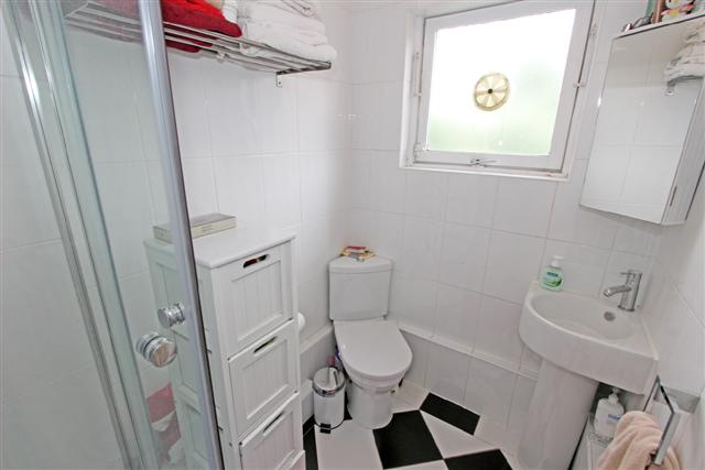 98B Carter Street bathroom 1b