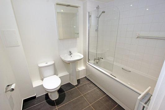 Wingate Square London  bathroom
