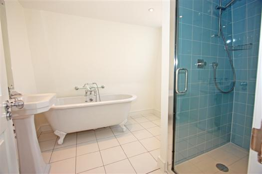 18 Sherbrooke Road bathroom 2