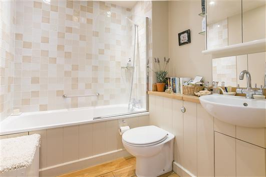 51 Whistlers Ave bath1