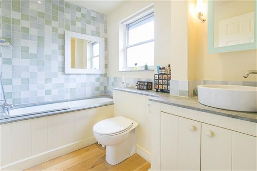 51 Whistlers Ave bath2