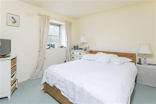 51 Whistlers Ave bed1