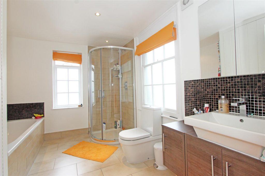 Bathroom 1a – 25 Tonsley Place