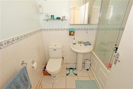 Bathroom 1b – 41 Claudia Place