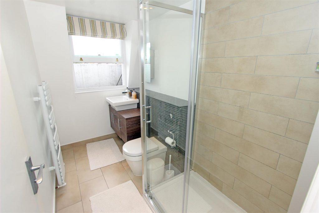 Bathroom 2b – 25 Tonsley Place