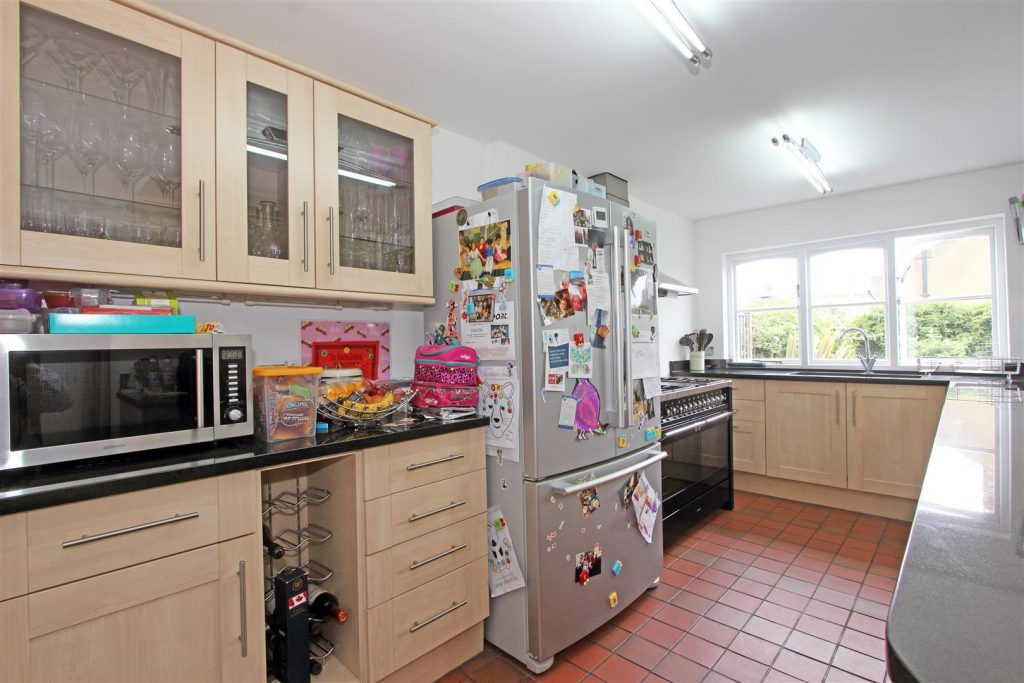 Kitchen – 25 Tonsley Place