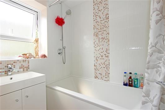 bathroom-1a-1 rochelle close