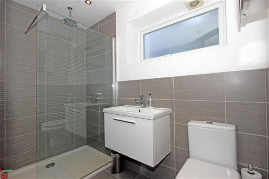 bathroom-1a-1-10 coleford road SW18