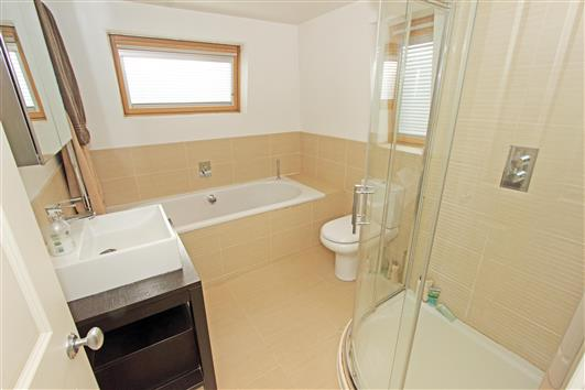 bathroom-2b-10 coleford road SW18