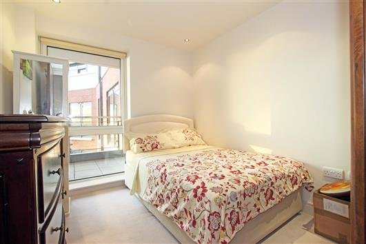 bedroom-2-3-122-doulton house sw6
