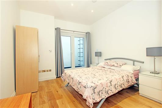 Bedroom 3-92a Clapham Common Northside SW4