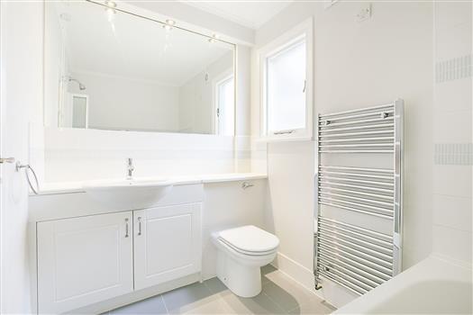 62 Schubert Rd bath