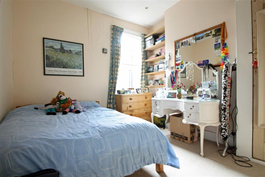 1102203104_bedroom 1 Marmion Rd
