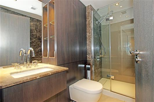 1 Compass House Ensuite 1a