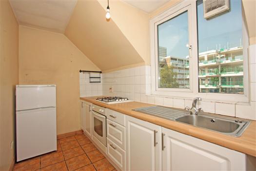 77 Fawcett Close kitchen