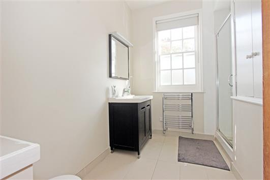 Bathroom 1 Denny Street – SE11